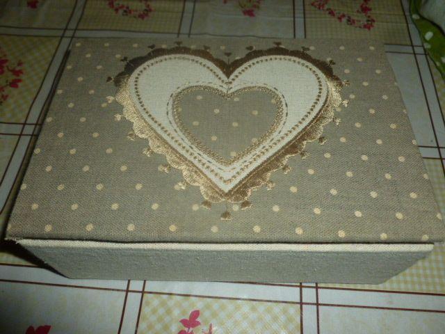 scatola ricoperta con stoffa fai da te