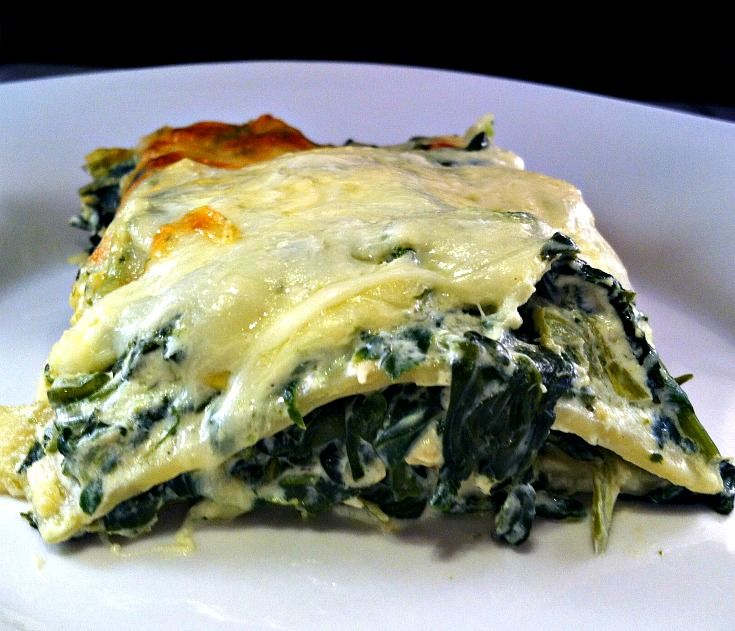 Serve your family and warm & hearty meal tonight with this Creamy Spinach, Artichoke & Chicken Lasagna!