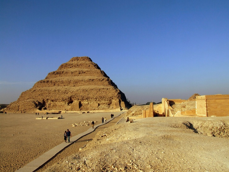Pharaoh djoser with his architect imhotep built the very for Imhotep architecte