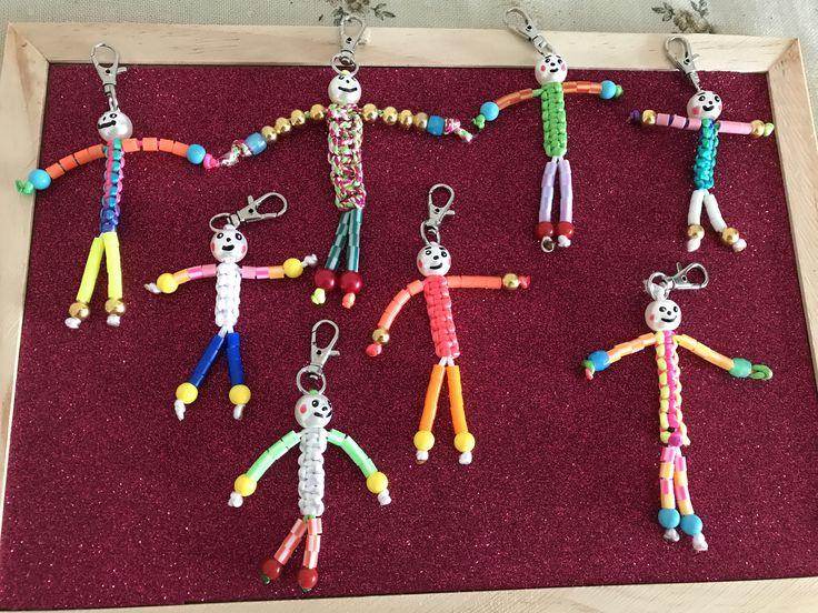 Muñecos hecho con hama beads y cuerda macramé
