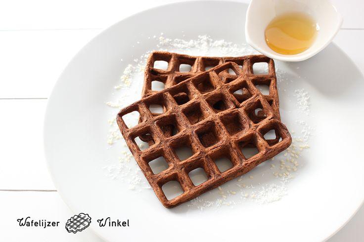 Gezonde wafels - Cacao! Recept uit het receptenboekje Healthy Wafels (https://www.wafelijzerwinkel.com/wafelijzer-kopen/gezonde-wafels-receptenboekje/)