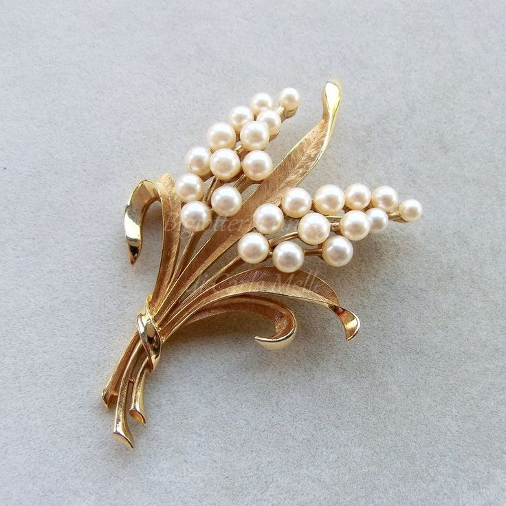 Spilla vintage Trifari Crown bouquet foglie tono oro e perle