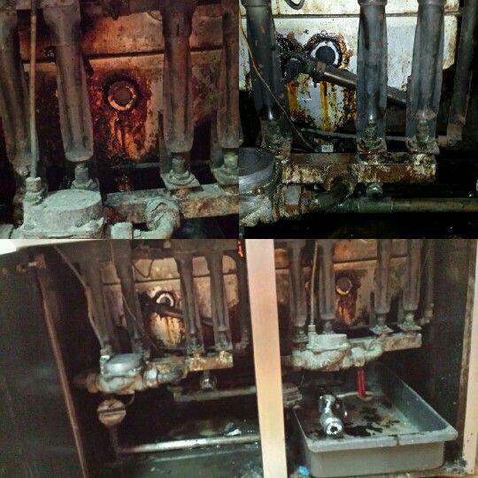 Interior  de una freidora  industrial  yo misma  le eche el agua  2.5 kangen...  Y en minutos  el cambio  fue impresionante...