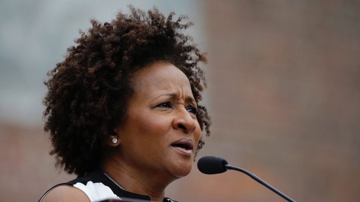 Funny woman Wanda Sykes in no laughing mood when crowd boos her anti-Trump jokes
