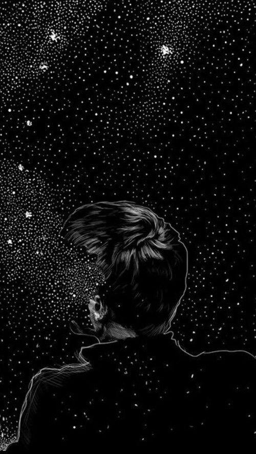 Hombre bajo estrellas