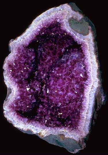 Amethyst can sometimes befound lining the walls of spaces in rocks. These geological structures are called 'geodes'. Most of thesegeodes are fairly small (fist-sized). However, some geodes are over 3 meters tall and can weigh several tons.