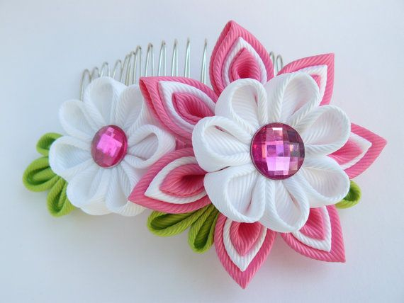 Kanzashi flower hair comb/fascinator made of grosgrain ribbon.The larger flower measures apprx. 6cm (2-1/2),a smaller flower is about 3m(1-1/4), with rhinestone embellishments.Mounted on a metal comb 7.6 cm (3) long, looks feminine and elegant on the hair. I always use the highest quality ribbon and materials.My hair accessories are all handmade and designed by me in my studio in Essex(smoke/pet free). All hair accessories made of ribbon and satin fabric are heat sealed to prevent fraying.