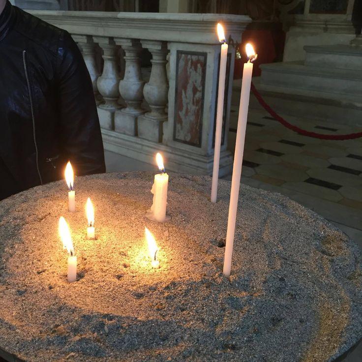jeg og ine tente lys i kirken