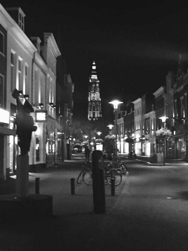 Langestraat Amersfoort met op de achtergrond de onze lieve vrouwen toren