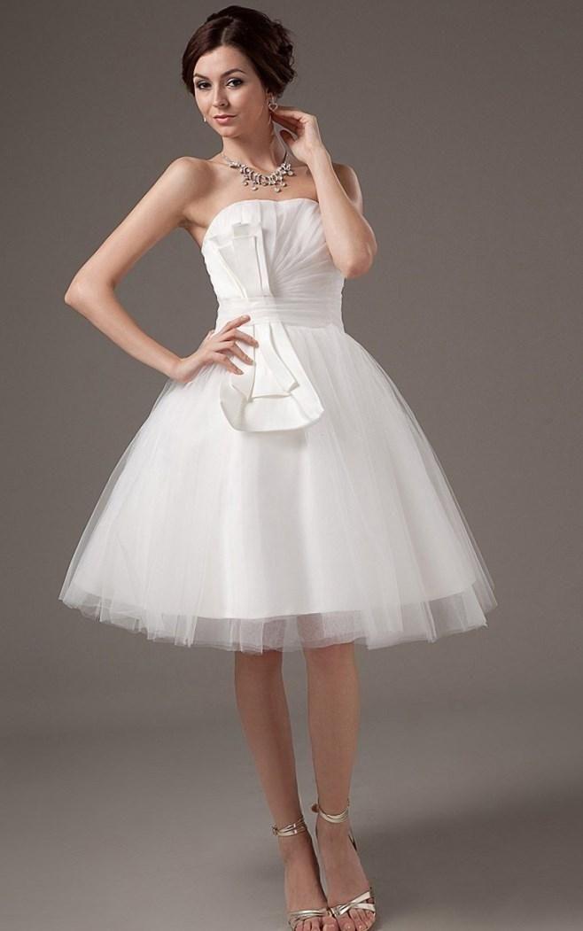 Мини свадебные платья фото - http://1svadebnoeplate.ru/mini-svadebnye-platja-foto-3242/ #свадьба #платье #свадебноеплатье #торжество #невеста