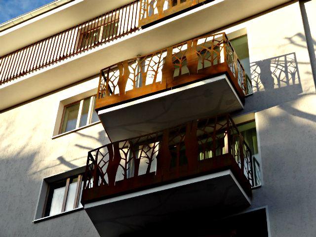 licht und schatten der alltag wird von kunst begleitet balkon aus cortenstahl photo von. Black Bedroom Furniture Sets. Home Design Ideas