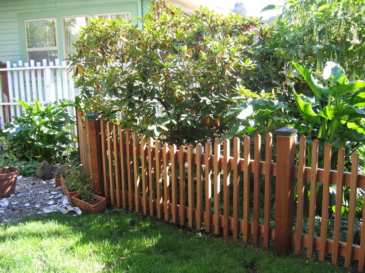 25+ Best Ideas About Wood Picket Fence On Pinterest