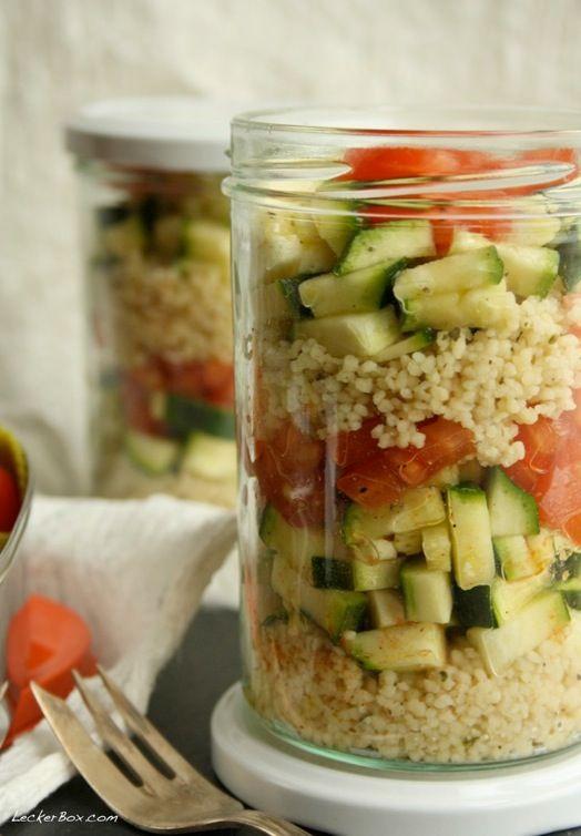 """Hallo und herzlich willkommen zu Runde #3 der MittwochsBox, die in der heutigen Woche unter dem Thema """"Salat"""" steht! Die liebe Nike hat uns in der letzten Woche bereits bei Ihrem Sushi im Glas geze…"""