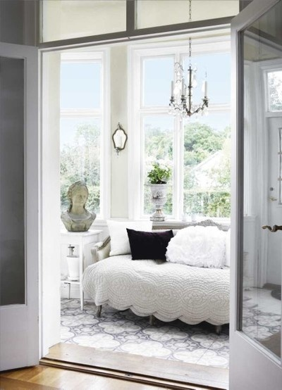 Love the coverlet - scalloped