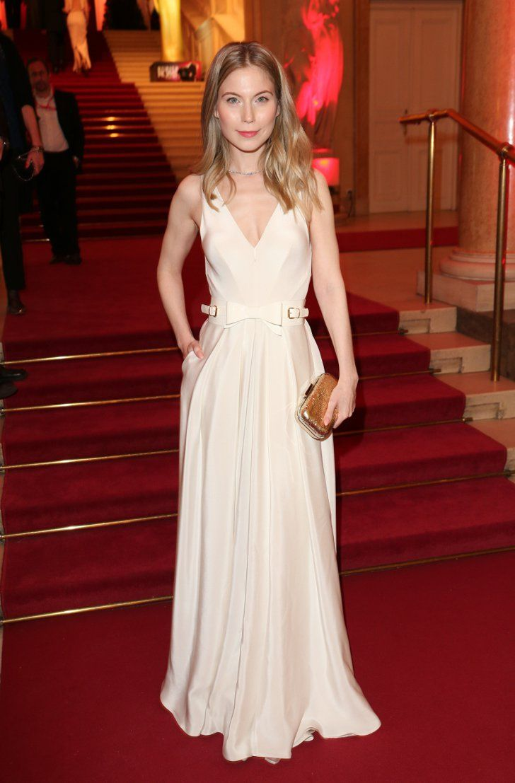"Nora von Waldstätten   Seht alle Stars bei den Romy Awards in Wien  (Germán for: ""See all the stars at the Romy Awards in Vienna"")  "