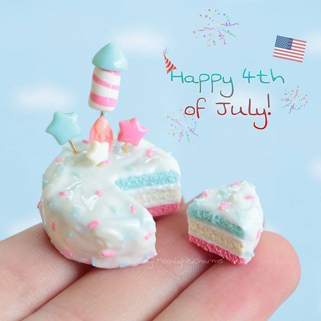 Happy fourth of July to everyone in America! I hope you have a wonderful day with family and friends! Heres a little cake I made for the #teapartysquad #teapartycollab we all made independence day things and celine made a little cupcake for canada! Be sure to check out everyone tagged.