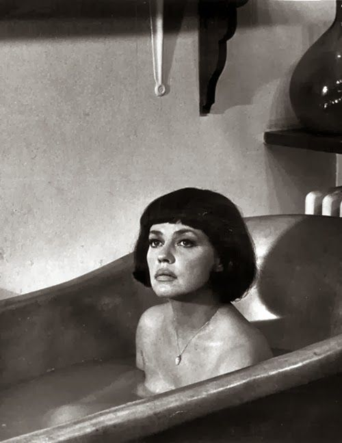 Rub-a-dub-dub: Jeanne Moreau (Film Noir Photos)