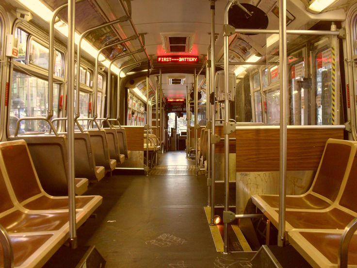 Вот так выглядят автобусы ( Muni) изнутри. Вход через переднюю дверь, по электронному проездному, либо билету, который дается на 90 минут. За это время можно пересаживаться сколько угодно раз. Иногда приходилось «удлинять» билеты при помощи старых.