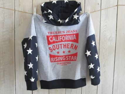 NEW with tags! A Rising Star in this fun layered longsleeve hoodie! Grey/Navy blue. 100 % cotton. String is missing.  Size 5/6  Measurements : width 40 cm, length 52 cm Code B024