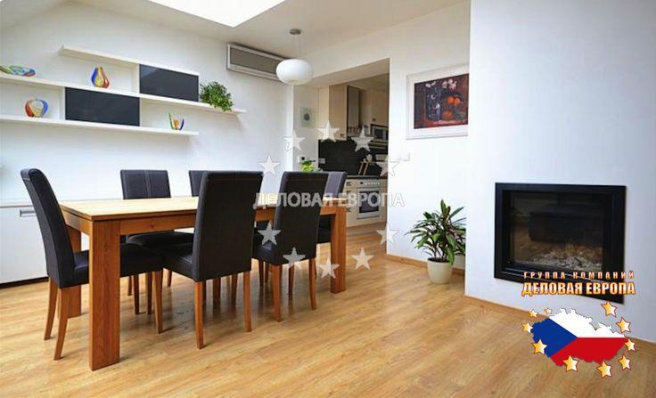 НЕДВИЖИМОСТЬ В ЧЕХИИ: продажа квартиры 3+КК, Прага, Hybešova, 285 000 € http://portal-eu.ru/kvartiry/3-komn/3+kk/realty136/  Предлагаем на продажу просторную двухуровневую квартиру 3+кк (90 кв.м) с камином, расположенную в кирпичном доме в районе Прага 8 - Карлин. Эта солнечная квартира с кондиционером, находится на последнем этаже кирпичного дома с лифтом. За прихожей со встроенными шкафами расположен туалет, ванная комната с ванной, спальня, большая гостиная с камином и полностью…