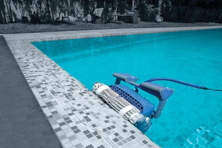 Dolphin M500 waterline scrubbing