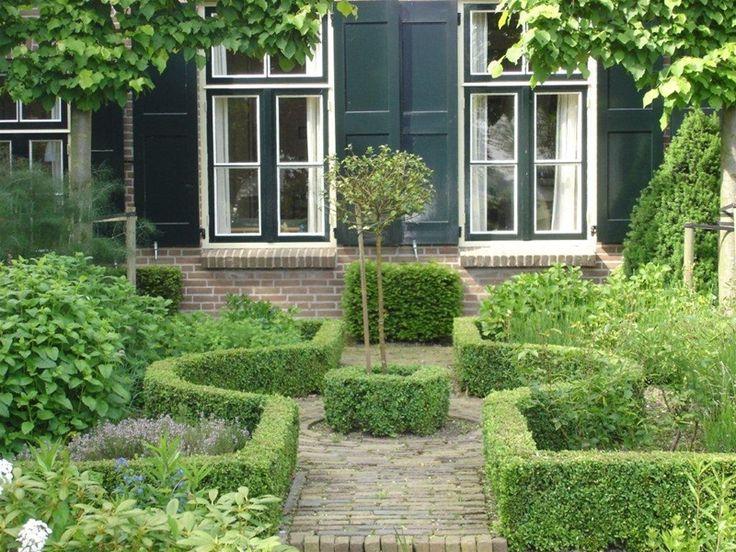 Deze tuin bewijst hoe belangrijk lijnen en symmetrie zijn in de klassieke tuin.