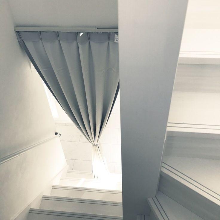 リビング階段の冷気対策 カーテンでおしゃれに Limia リミア カーテン おしゃれ 部屋の仕切りカーテン リビング階段