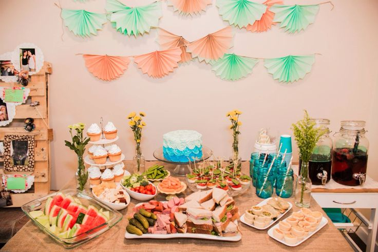 Table set up mint and peach