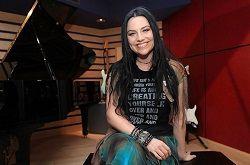 Вокалистка американской рок-группы Evanescence Эми Ли (Amy Lee) рассказала в интервью изданию Teamrock.com о том, что в настоящий момент группа занята не совсем обычным проектом. О том, что ожидает поклонников в будущем, пока умалчивается, но речь идёт не о «нормальном» альбоме,