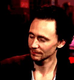 In today's edition of why I love the man who plays Loki, let's talk about howTom Hiddleston has the mostamazing vocabulary. Possibly one of the best in Hollywood next to Benedict Cumberbatch who has his own expansive lexicon. (Oh the things these t