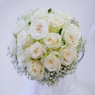 Gypsophile Et Rose Blanche Csokor Pinterest Bride Bouquets Bridal Bouquets And Wedding