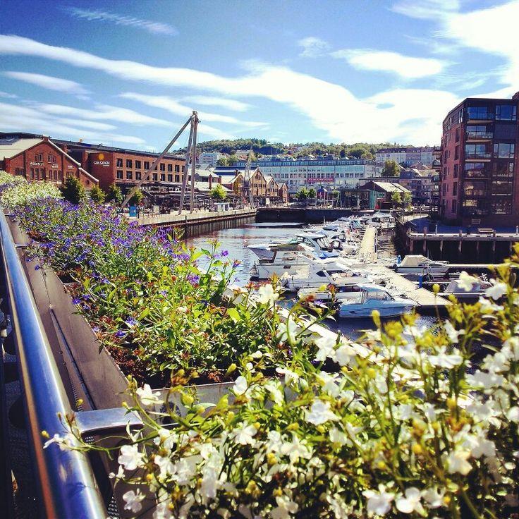 Blomsterbrua og Solsiden, Trondheim, Norway
