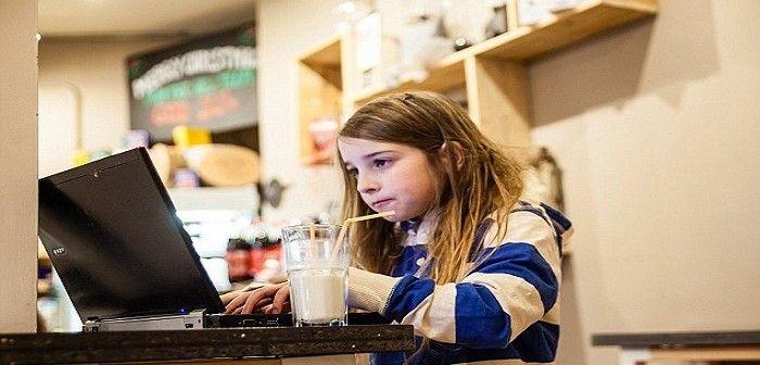 Britânica de apenas sete anos conseguiu piratear rede wi-fi http://angorussia.com/tech/britanica-de-apenas-sete-anos-conseguiu-piratear-rede-wi-fi/