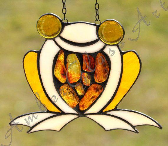 Glaskikker - gebrandschilderd glas dier ingericht met natuurlijke Baltisch amber