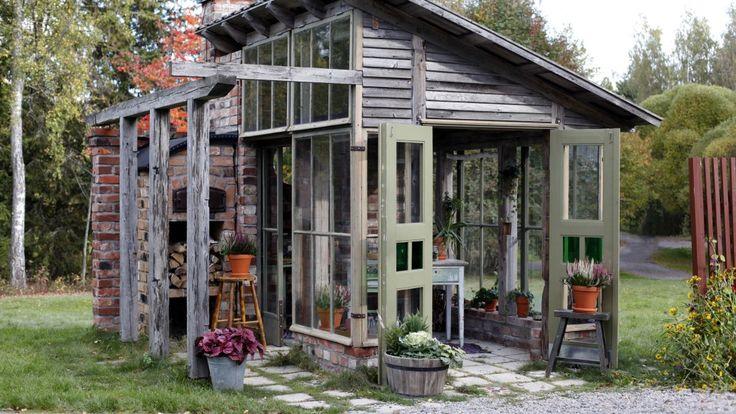 Lusthuset är byggt av återanvänt material