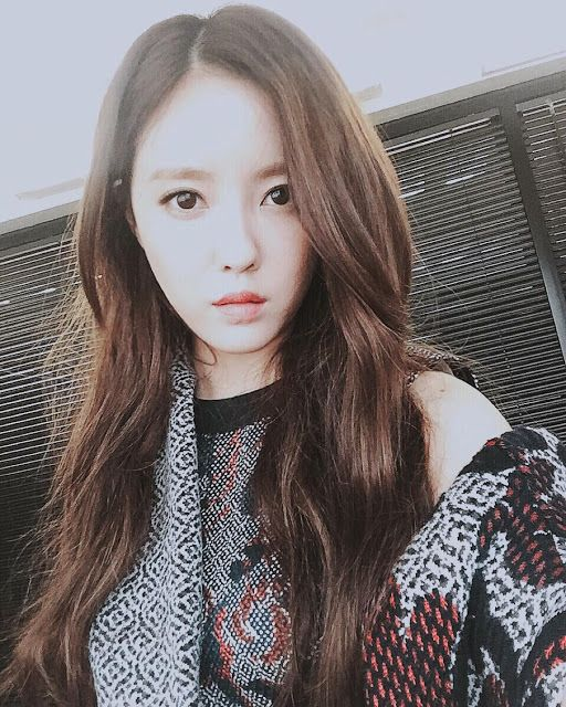 http://www.t-araworld.net/2015/10/t-ara-hyomin-proudly-shares-cute-childhood-pictures.html