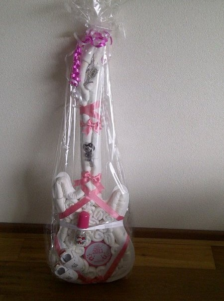Guitar diaper cake gift for baby shower totally wish i would have seen this for @Ashlee Hoff and @Scottie James shower