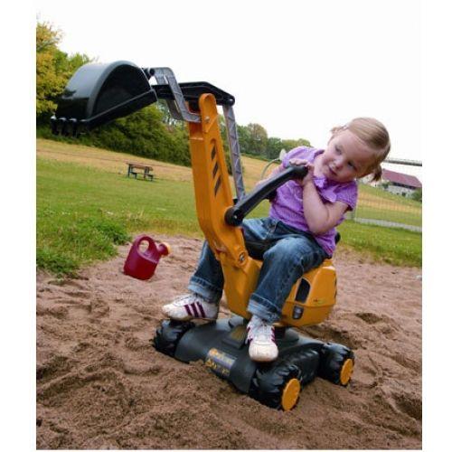 Häftig grävmaskin med grävskopa för barn att leka med i sandlådan.  Fakta Från ålder 3+ ca. Mått: 102x74x43 cm.  Vikt: 4,1 kg. Färg: Gul.  Detta är en officiellt licensierad Caterpillar™ produkt.