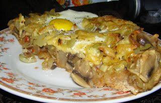 W Mojej Kuchni Lubię.. : domowa żytnio-pszenna pizza z pieczarkami.czosnkie...