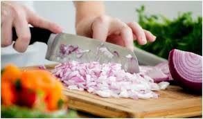 tips mengupas dan memotong bawang