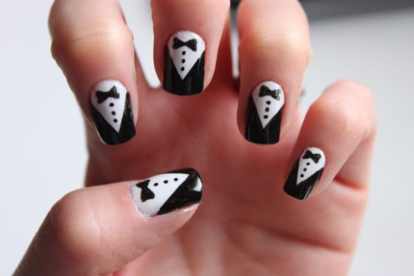 Tuxedo nails. I'm trying this the next time I do my nails. :0)