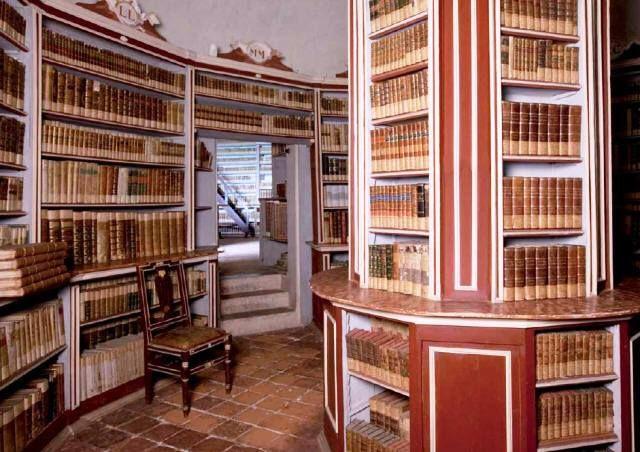La Biblioteca del Castello di Masino, alle porte di Torino..boo