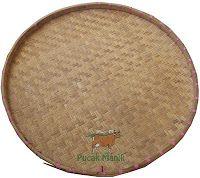 Nyiu / Tampi merupakan alat tradisional dari anyaman bambu yang berbentuk bundar, biasa digunakan untuk menampi padi atau beras dalam memisahkan latah/antah/amapas kulit padi dengan bantuan angin diayunkan dan ditiup sehingga antah bisa dipisahkan dari beras, juga bisa dipakai untuk menjemur.