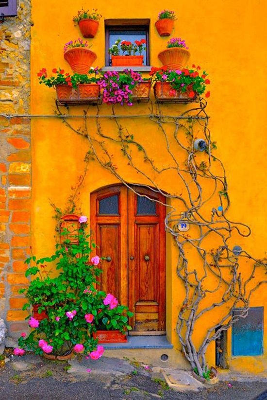 This Tuscany home reminds me of my time spent in Mexico... #happiness