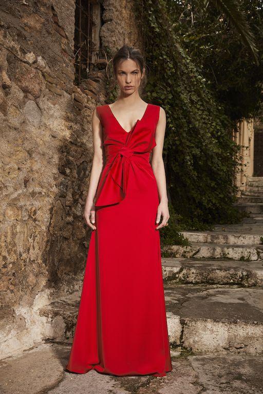 1052-Μάξι-βραδυνό-φόρεμα-σε-ισια-γραμμή-από-ρασμίρ-με-ντεκολτέ-και-εντυπωσιακό-φιόγκο-μπροστά-για-γάμο-βάπτιση-και-πάρτι