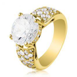Шикарное золотое кольцо, украшенное крупным цирконом, в окружении россыпи камней помельче. Золото 585 пробы. Средний вес металла - 6.3  грамм.