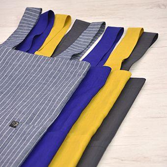 9) おすすめの布地  普通地ぐらいの厚みで、リネンやコットンなどお洗濯がしやすく肌触りのよい天然素材が向いています。  暑い季節はサラッとしているリネン、 寒い季節は温かみのあるフランネルなど 季節に合わせてお選びください。  ■左から *ダンガリー(ネイビーストライプ) *やさしいリネン(アイリス)★ *やさしいリネン(きいろ)★ *コットンミニヘリンボーン(チャコール)  ★印はCHECK&STRIPEさん「新しい布」のカテゴリからご購入いただけます。