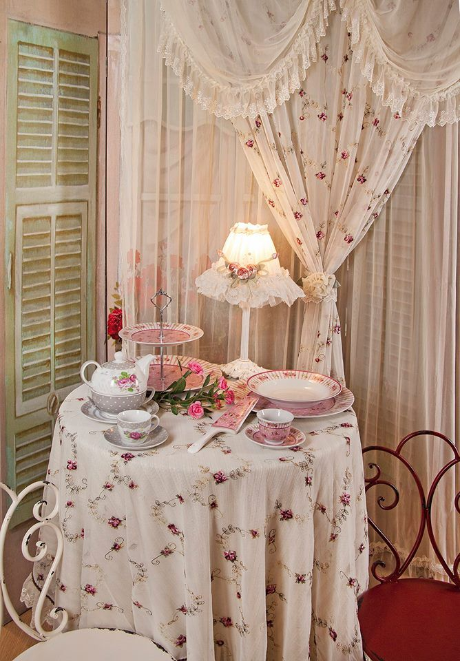 Beautiful #romantic corner with #floral design. Choose your favorite coffee & tea set here: http://www.inart.com/en/products/household/kitchen/coffee-tea-sets