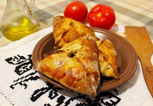 Эчпочмаки – это  татарские пирожки, которые обязательно имеют треугольную форму…