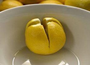 Coupez un citron et mettez-le dans votre chambre; le résultat est étonnant